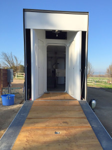 Looking into the Mobile Equine Hyperbaric Therapy (MEHOT) chamber